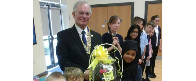 President Gordon presents the winner with Egg
